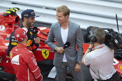 1. Sebastian Vettel, Ferrari; 3. Daniel Ricciardo, Red Bull Racing, mit Nico Rosberg, Mercedes-Botschafter