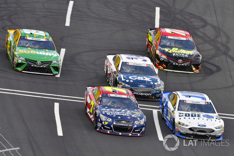 J.J. Yeley, Tommy Baldwin Racing, Chevrolet; Danica Patrick, Stewart-Haas Racing, Ford