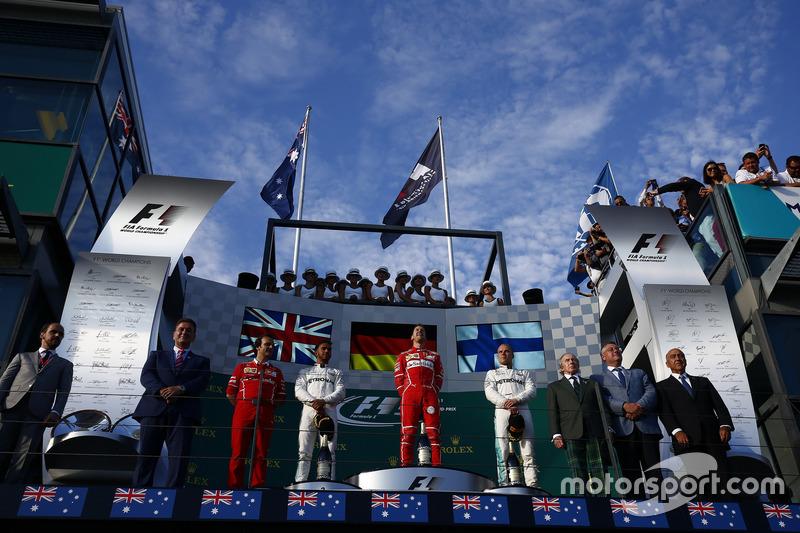 Podium: Luigi Fraboni, Motorenchef, Ferrari, 2. Lewis Hamilton, Mercedes AMG; 1.Sebastian Vettel, Fe