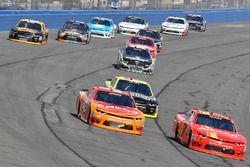 Кайл Ларсон, Chip Ganassi Racing Chevrolet и Джастин Алгайер, JR Motorsports Chevrolet