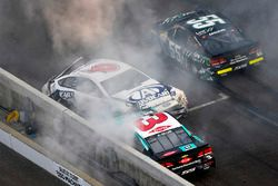 Trevor Bayne, Roush Fenway Racing Ford, Austin Dillon, Richard Childress Racing Chevrolet, Gray Gaulding, Premium Motorsports Toyota wreck