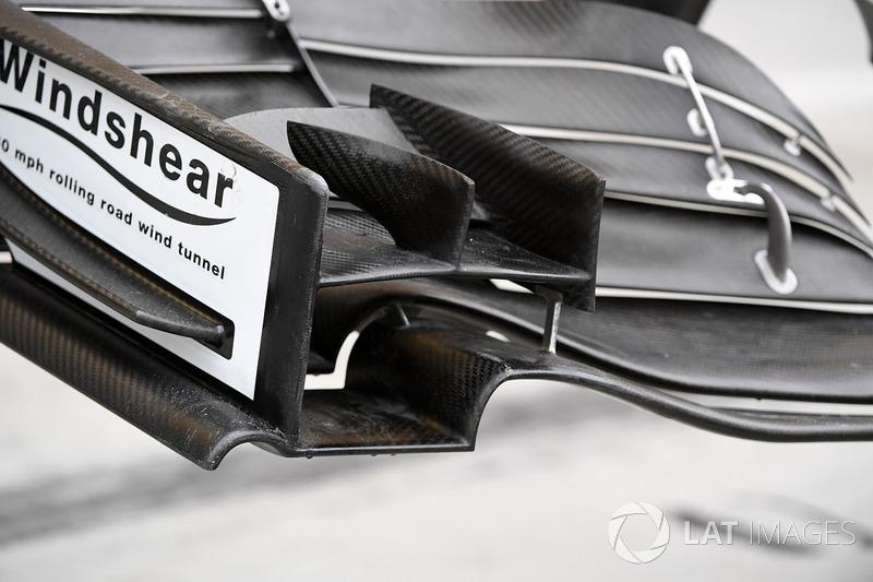 Haas VF-17 detalle de ala delantera