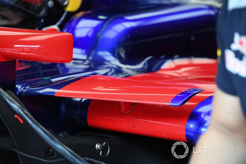 Scuderia Toro Rosso STR12 sidepod aero detail
