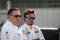 Zak Brown, McLaren-Chef; Fernando Alonso, Andretti Autosport, Honda