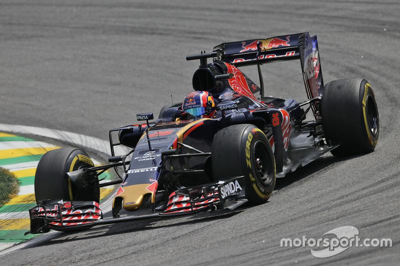 2016 год. За рулем болида Toro Rosso STR11 на пятничных тренировках