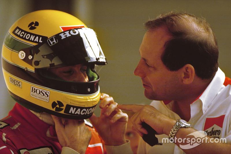 Sıralama turlarına hazırlanan Ayrton Senna, McLaren Honda ve McLaren takım Patronu Ron Dennis