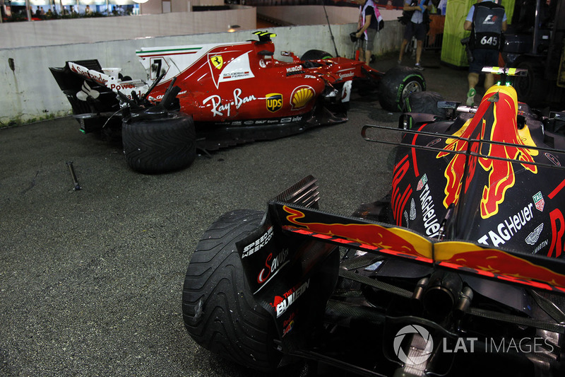 Le monoposto incidentate di Kimi Raikkonen, Ferrari SF70H e Max Verstappen, Red Bull Racing RB13 dopo l'incidente alla partenza