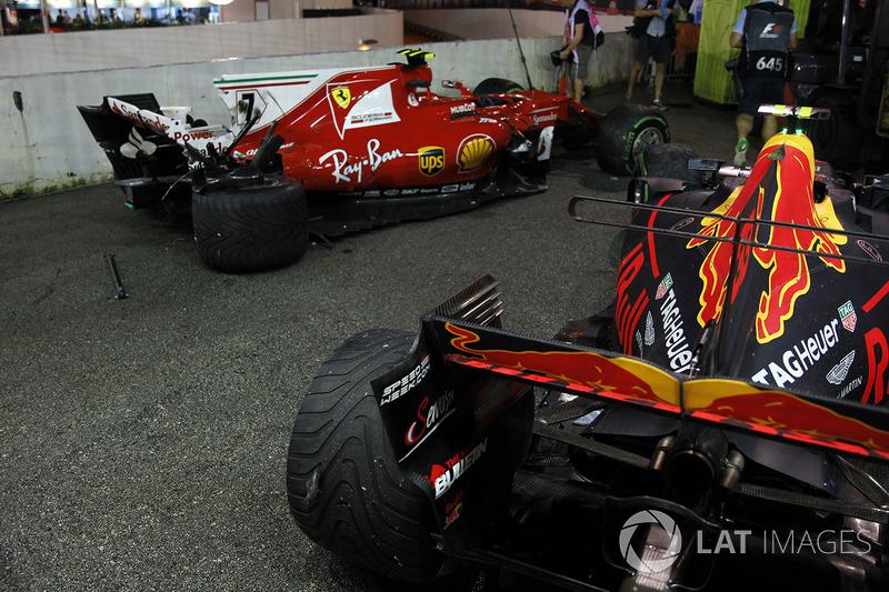 Los coches chocados de Kimi Raikkonen, Ferrari SF70H y Max Verstappen, Red Bull Racing RB13