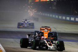 Romain Grosjean, Haas F1 Team VF-17 leads, Fernando Alonso, McLaren MCL32 and Marcus Ericsson, Saube