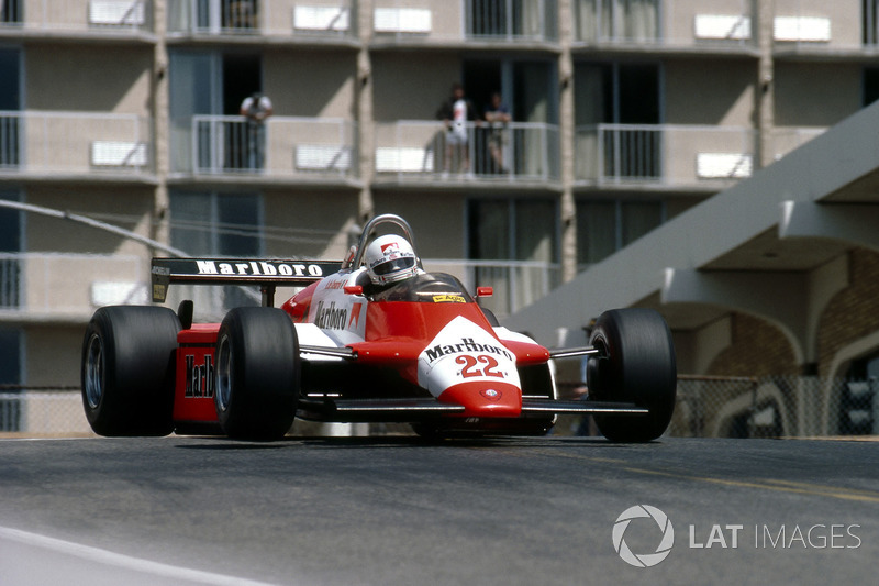 6: Andrea de Cesaris (Alfa Romeo) 22 10 04, USA (Long Beach) 1982