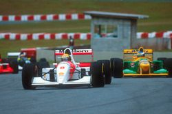 Ayrton Senna, McLaren MP4/8 Ford devant Michael Schumacher, Benetton B192B Ford