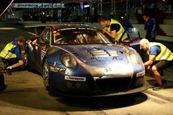 Pit stop #66 Attempto Racing Porsche 991 GT3 R: Jürgen Häring, Mike Hansch, Dietmar Ulrich, Andreas Liehm, Arkin Aka