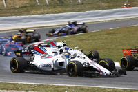 Felipe Massa, Williams FW40, heads to the pits, a puncture