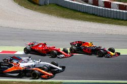 Kimi Raikkonen, Ferrari SF70H, Max Verstappen, Red Bull Racing RB13, rejoin the circuit as Felipe Ma