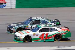 Kevin Harvick, Stewart-Haas Racing Ford and Casey Mears, Biagi-DenBeste Racing Ford