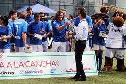 Carlos Slim Domit, Chef von America Movil, mit Ex-Fußballprofi Carles Puyol