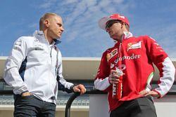 Valtteri Bottas, Williams mit Kimi Räikkönen, Ferrari bei der Fahrerparade