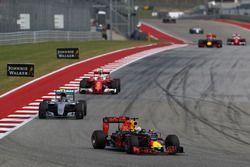 Daniel Ricciardo, Red Bull Racing RB12, Nico Rosberg, Mercedes AMG F1 W07 Hybrid, Kimi Raikkonen, Fe