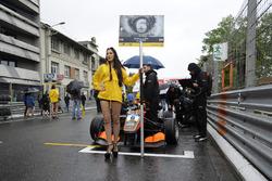 Грид-гёрл Каллума Илотта, Van Amersfoort Racing Dallara F312 – Mercedes-Benz,