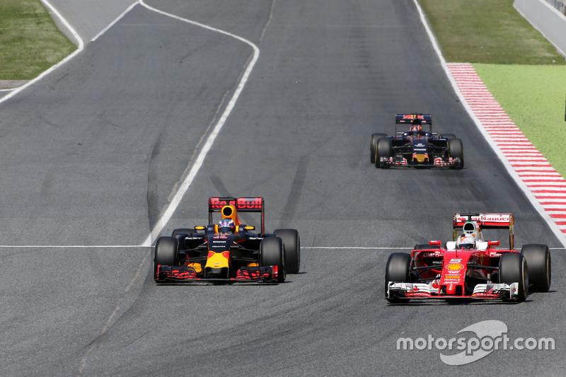 Daniel Ricciardo, Red Bull Racing et Sebastian Vettel, Scuderia Ferrari