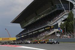Départ : Nico Rosberg, Mercedes AMG F1 Team et Lewis Hamilton, Mercedes AMG F1 Team