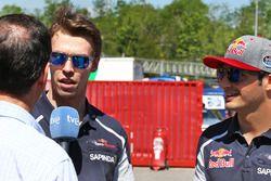 Daniil Kvyat, Scuderia Toro Rosso avec son coéquipier Carlos Sainz Jr, Scuderia Toro Rosso