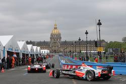 Nick Heidfeld, Mahindra Racing in the pitlane