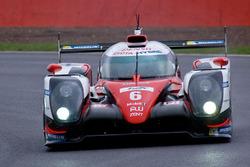 السيارة رقم 6 فريق تويوتا ريسينغ تي إس 050 الهجينة: كاموي كوباياشي، ستيفان سارازين، مايك كونواي