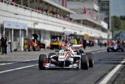 pit lane, Arjun Maini, ThreeBond with T-Sport Dallara F312 – ThreeBond