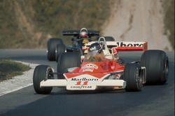James Hunt, McLaren M23, Mario Andretti, Lotus 77