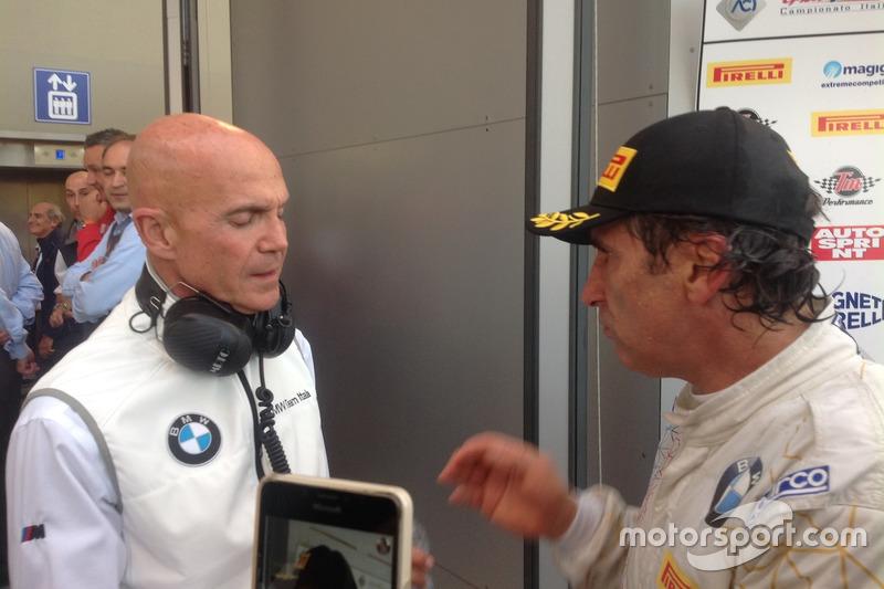 Alex Zanardi, BMW Team Italia, con il team
