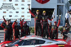 Ganadores #31 Action Express Racing Corvette DP: Eric Curran, Dane Cameron