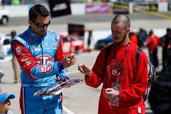 Aric Almirola, Richard Petty Motorsports Ford signeert handtekeningen