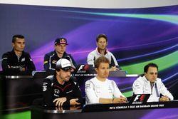 La Conferencia de prensa FIA: Pascal Wehrlein, Manor Racing; Max Verstappen, Scuderia Toro Rosso; Ro