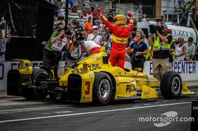 27 mai - Helio Castroneves remporte le concours de pit-stops