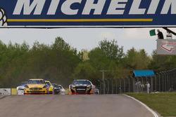 Bandera verde para el comienzo de la serie de NASCAR Pinty en CTMP