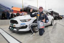 Ganador de la pole #15 Multimatic Motorsports Ford Shelby GT350R-C: Scott Maxwell