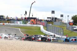 #1 Belgian Audi Club Team WRT, Audi R8 LMS GT3: Laurens Vanthoor, Frederic Vervisch crash