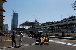 Sergey Sirotkin, ART Grand Prix, and car of Mitch Evans, Pertamina Campos Racing in the pit lane