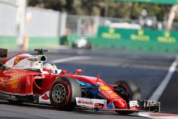 Sebastian Vettel, Ferrari SF16-H avec un sac en plastique sur l'avant