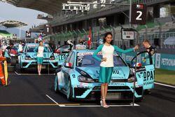 Jean-Karl Vernay Volkswagen Golf GTI TCR Leopard Racing and Stefano Comini, Volkswagen Golf GTI TCR, Leopard Racing