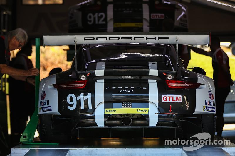 Technische Inspektion: #911 Porsche Team North America, Porsche 911 RSR: Nick Tandy, Patrick Pilet,