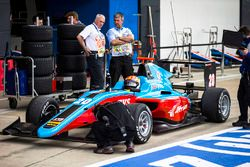 Arjun Maini, Jenzer Motorsport in the pitlane