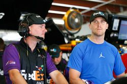 Denny Hamlin, Joe Gibbs Racing Toyota con su jefe de equipo Mike Wheeler