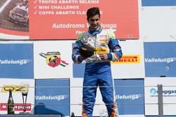 Podio carrera 3: segundo lugar Kush Maini, BVM Racing