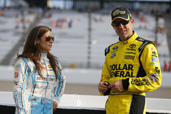 Matt Kenseth, Joe Gibbs Racing Toyota, Danica Patrick, Stewart-Haas Racing Chevrolet
