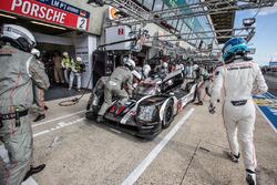 Arrêt au stand : #2 Porsche Team Porsche 919 Hybrid: Romain Dumas, Neel Jani, Marc Lieb