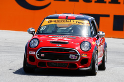 #37 MINI JCW Team MINI Cooper John Cooper Works: Ethan Low, Mark Pombo