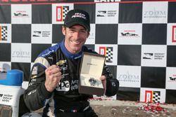Ganador de la carrera Simon Pagenaud, Team Penske Chevrolet