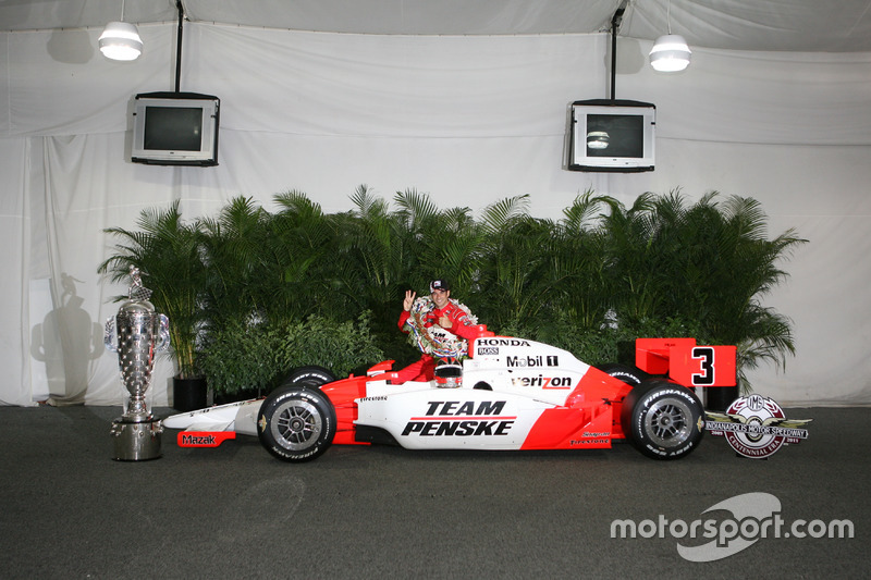 Helio Castroneves – 32 Siege